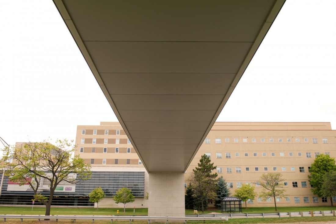 St Joseph Mercy Oakland, SJMO Pedestrian Bridge, Michigan, HKS Architects, Madison Heights Class Company, CEI Materials R4000